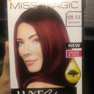 Oöppnad hårfärg, mahogany. Säljes pga räckte med ett paket. Frakt tillkommer.