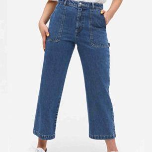 Säljer mina snygga byxor från Monki i modell Rio eftersom jag tyvärr inte använder. Helt som nya och bara använda några gånger under hösten. Kan mötas i Stockholm annars tillkommer frakt