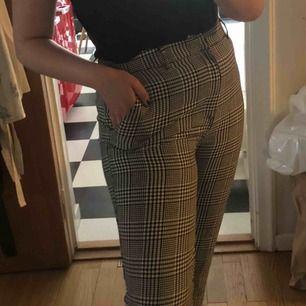 Skitsnygga byxor från Forever 21, köpta i USA för några månader sen och nästan inte använda alls. Nypris var 350kr och priset jag satt går att pruta på!