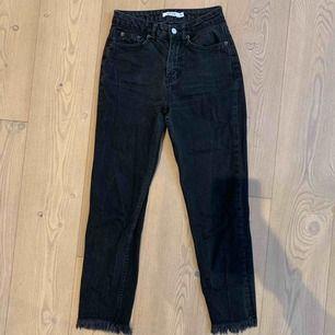 Säljer dessa jeans från Nakd, såå snygga verkligen. Hade gärna behållt om dom passade! Kan mötas upp norr om Stockholm (Danderyd, Täby) annars tillkommer frakt på 69kr🥰
