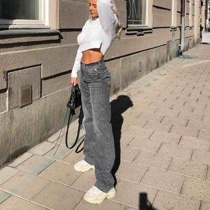 Jättepopulära vida  zara jeans som ej säljs längre jeansen är aldrig använda och lapparna sitter kvar  Finns i Stockholm kan annars frakta