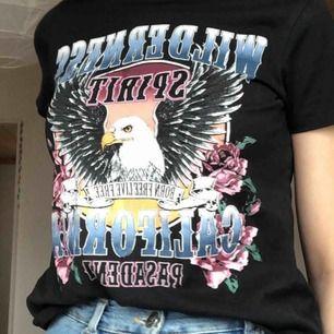 Jättefin t-shirt med coolt tryck! Från Gina tricot💕☺️