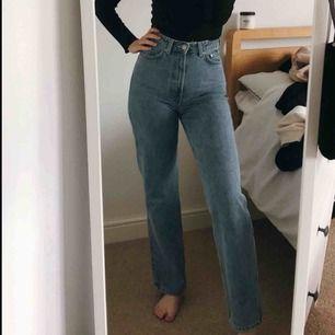 Rowe byxor från weekday, super trendiga och passar till allt!😌⚡️⚡️⚡️ (lånade bilder men de är exakt lika) 🤷🏼♀️