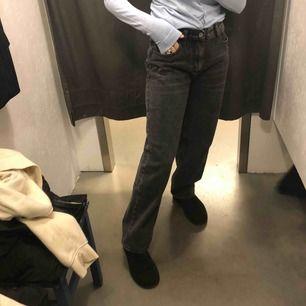 Säljer dessa skit snygga byxorna från nastygal pågrund av att jag beställde hem två storlekar och dem andra storleken passade mig bättre. Helt oanvända lappen är ockps kvar. Köparen står för frakten💕💕