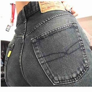 Snygga jeans från Crocker. Välanvända med inget som syns.  Frakt tillkommer✨