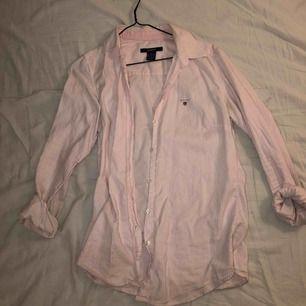 Skjorta från Gant! Använd men fortfarande i fint skick. Ordinarie pris 1000kr