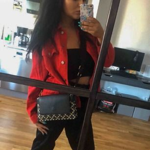 Oversize röd jeansjacka