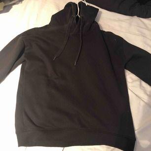 Jätte fin svart hoodie!