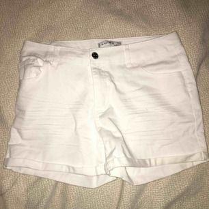 Vita shorts från new yorker. Priset går att diskuteras :)