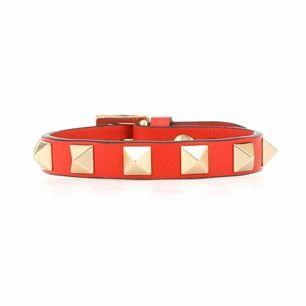 Söker Valentino-armband i röd färg! Alternativt liknande armband. Hör av er i meddelanden.