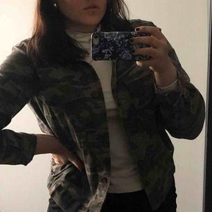 En skitsnygg vår/höst-jacka som jag köpt på Pacsun i USA.  Passar perfekt för både varmare och kallare vår/höstdagar beroende på vad man har på sig under. Priset kan diskuteras!