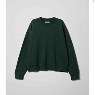 Säljer en super fin mörkgrön weekday hoodie! Köpare står för ev frakt på ca 64kr