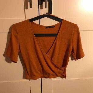 Fraktas endas!! Säljer en super fin linne topp från zara för 50kr +39kr i frakt