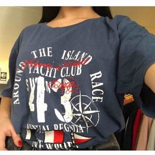 T-shirt från Etirel. Fint skick! Tillkommer frakt✨