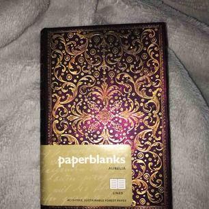 Superfin anteckningsbok, linjerad. Nypris 229;- säljs för 90:-.