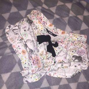 Supermysiga pyjamasshorts från Bikbok i såå fint mönster! Önskar jag kunde ha de men de passar ej tyvärr. Köparen står för frakten, jag skickar endast och tar bara swish. 💖