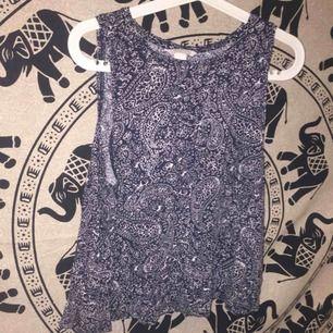 Fint mönstrat linne från hm. Bra skick. Storlek M/L. Köparen står för frakten, jag skickar endast och tar bara swish. 💖