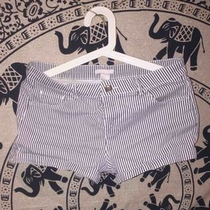 Shorts från hm i storlek M. Bra skick eftersom de inte är använda mycket. Köparen står för frakten, jag skickar endast och tar endast swish. 💓💓