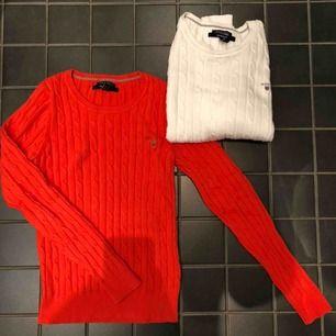 Kabelstickad tröja i bomull från Gant i orange. Nästan helt oanvänd och i mycket fint skick! Stretchig kvalitet så passar även storlek S.