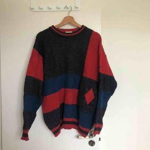 Stickad vintage tröja från Hugo Boss i olika färger. Frakt tillkommer