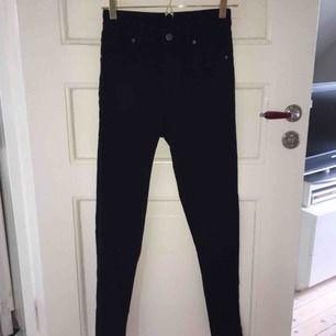 Svarta jeans från Cheap Monday Storlek 26/27 Stretch, slim fit