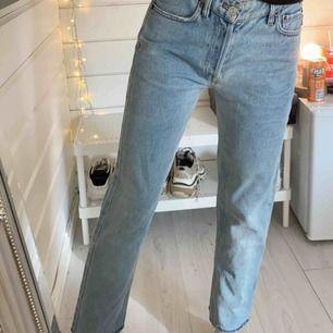 2000kr vid snabb affär! storlek 25. asnajs jeans från balenciaga. köpta januari 2020. nypris runt 5000kr. så snygg tvätt nu till våren/sommaren. pris kan diskuteras, köparen står för frakten 😘