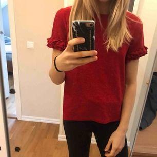 T-shirt från Gina tricot, glittrig men inte stöka inte. Köparen står för frakt