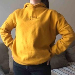 Så skön hoodie som är köpt här på plick men som jag knappt får användning av :( Storlek S, vet ej vilket märke det är. Pris går absolut att diskuteras utan krångel, frakt ingår inte men kan mötas upp i stockholm💕