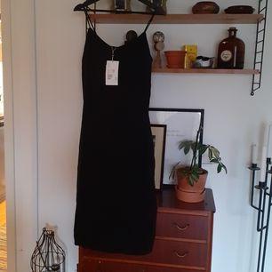 Oanvänd klänning monki strlk S