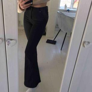 Bootcut jeans från DrDemim, bra sick, längden 30, högmidjade, stretchigt material (ord pris 499kr)🤍