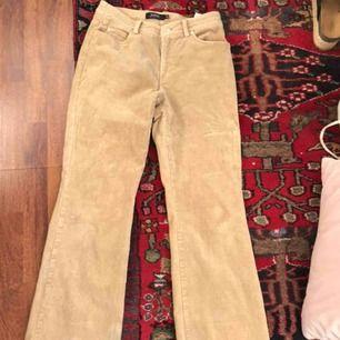 SNYGGATSE byxorna nånsin som tyvärr är för stora för mig :(((