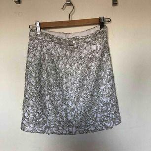 Glittrig kjol från river island.   Nypris: 499:-