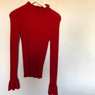 Snygg röd topp från Gina tricot.