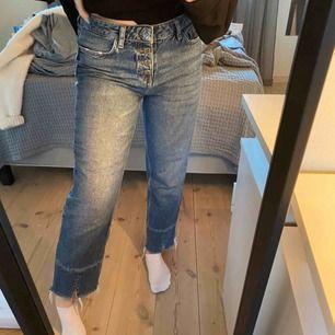 Skitsnygga jeans från Mango i bra skick