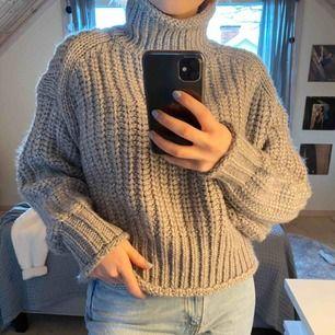 Stickad tröja från h&m med hög krage, som man även kan vika ner precis som jag gjort på andra bilder