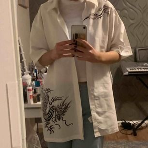 Säljer denna snygga kortärmade skjorta!!! Superbekväm och passar till mycket. Möts upp i stockholm eller fraktar.