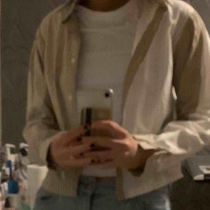 Assnygg skjorta med olika mönster!! Möts upp i stockholm eller fraktar.