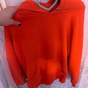 Fin neon orange hoodie! Möts upp i stockholm eller fraktar.