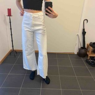 Vita lösa byxor från zara. Aldrig använda då dem är för stora på mig.