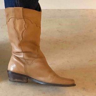 Snygga cowboy boots köpta second hand