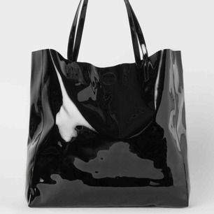 Söker efter denna väskan! Om någon säljer så hmu!!:))