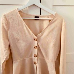 Jättefin blus från Gina Tricot! Aldrig använd  Köparen står för frakten 💕 Ansvarar ej för postens slarv