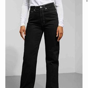 Sjukt snygga jeans som har vart mina favoriter men tyvärr är för små på mig! Säljer dom nu och dom är inte så använda eftersom köpte fel storlek💕