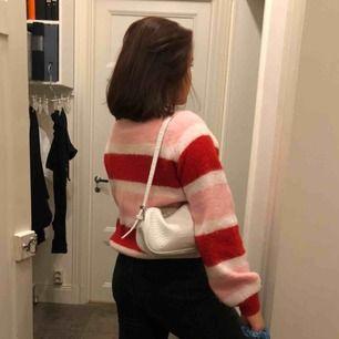Mysig tröja som inte är mycket använd. Säljer då den ej kommer till användning