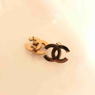 Säljer mina chanel örhängen, bud mottages!! Inte min stil längre:)