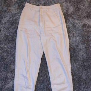 Skiiiiit snygga jeans/byxor från pull and bear storlek 34  80kr ink frakt  Säljer pga förstora 💕💕