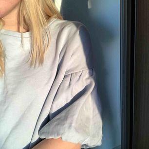 Så fin ljusblå puffärmströja från H&M i väldigt fint skick😍kolla gärna mina andra annonser😀✌🏼