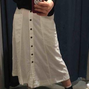 Vit, tunn kjol från urban outfitters💖