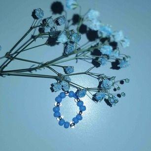 En jättesöt designad ring som är elastisk.🤍