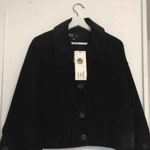 En Manchester jackan från Zara storlek S-M.